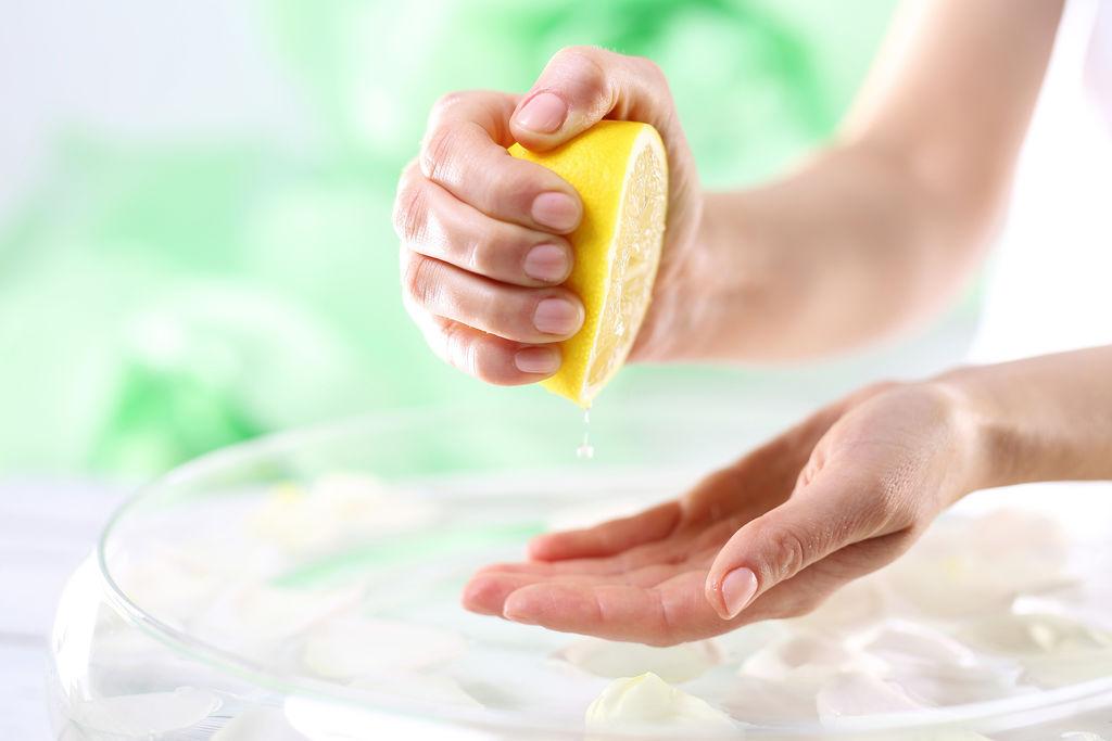 faites-vous-meme-soin-nettoyant-pour-les-ongles_width1024